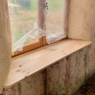 Placing the final window seat top